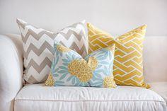 Living room grey yellow turquoise home decor 51 super Ideas Bedroom Turquoise, Yellow Turquoise, Grey Yellow, Turquoise Cushions, Cobalt Blue, Coral, Grey White Nursery, Yellow Nursery, Style Deco