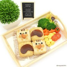 Inspired by Japanese food artist 's super cute & fluffy squirrel pull-apart buns 😍😋👍 Kawaii Bento, Food Art Bento, Bento And Co, Sushi At Home, Cute Bento Boxes, Kawaii Cooking, Japanese Food Art, Food Artists, Sushi Art