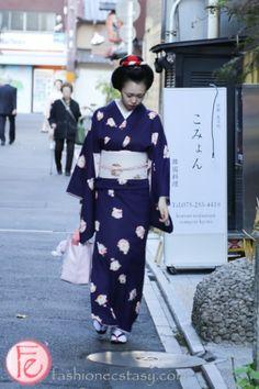#maiko spotted in Ponto-chō: http://fashionecstasy.com/travel-exploring-the-4-geisha-geikomaiko-districts-in-kyoto-japan/ #travel #maiko #geiko #geisha #kyoto #japan #japaneseculture #pontocho