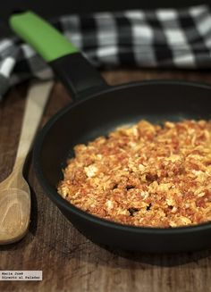 Receta de revuelto fácil de huevo y tomate  http://www.directoalpaladar.com/recetas-de-huevos-y-tortillas/receta-de-revuelto-facil-de-huevo-y-tomate