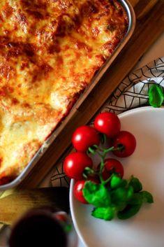 Vegane Lasagne die schmeckt wie das Original mit Tofu und Sojagranulat. Lasagna, Lifestyle Blog, Ethnic Recipes, Food, Almond Milk, Souffle Dish, Vegan Butter, Tofu Recipes, Meals