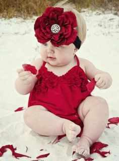 If I had a little baby girl I would go crazy with dressing her up & taking photo after photo of her.