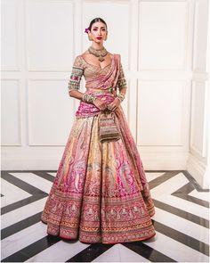 Tarun Tahiliani Lehenga At India Couture Week 2019 Indian Bridal Outfits, Indian Bridal Lehenga, Indian Bridal Wear, Indian Designer Outfits, Indian Dresses, Bridal Dresses, Indian Clothes, Bridal Dupatta, Designer Bridal Lehenga