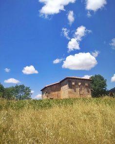 Quintanilla de las Viñas. Una de las primeras iglesias de España. Maravillosa.  Y a buscar un sitio para comer... Carreteraaaaa  #quintanilladelasviñas #cylesvida #artevisigodo #hallazgosemanal #castillayleon #arte #arquitectura