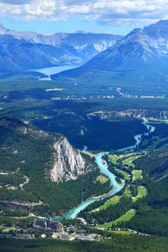 Banff Bow Valley - 45 mins from Calgary (Canada). At the bottom of the picture… #ILoveCanada