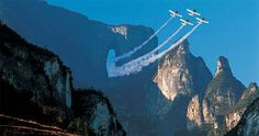 Tianmen is the highest mountain in Zhangjiajie. The world-renowned marvel of Tianmen Cave means a door to the heaven in Chinese. It is a rare and remarkable geological spectacle. Not only does it attracts many tourists but also many special people: In 1999 pilots from 9 countries participating in the world tournament of aerobatics flew through the cave successfully for the first time, resulting in a sensational show that was seen live by over 8million viewers across China.