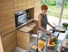 Design Idee Pull Out Küchenarbeitsplatten (10 Bilder) / / In dieser Küche nicht nur ist die Schublade und Zähler unter dem Ofen herausziehen, aber der Zähler, der die Espresso-Maschine sitzt auf zieht sich zu.