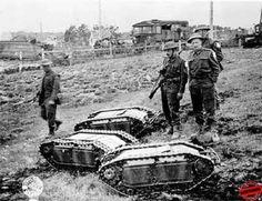 El Sd. Kfz. 2 Kettenkrad, o Kleines Kettenkraftrad (que significa motocicleta tractora ), fue diseñado inicialmente como un tractor ligero de artillería para el ejército alemán y utilizado durante la Segunda Guerra Mundial....