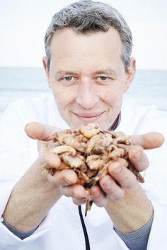 Als kleinzoon van een visser en chef van een restaurant met 'zicht op zee' zou je verwachten dat vis een voorname rol speelt in de keuken van Bart Desmidt. Dat is ook zo, maar zijn palet is toch veel