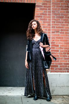 Preparing to appear at a Spring/Summer 2016 presentation at New York Fashion Week, Brazilian beauty Marina Nery was seen sipping on a Starbucks drink as she relaxed on the street. Street Style 2016, New York Fashion Week Street Style, Model Street Style, Street Fashion, Street Chic, Marina Nery, Cute Summer Outfits, Fashion Photo, Net Fashion