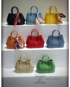 Miniature bags, as cute as can be! Mini Purse, Mini Bag, Ag Dolls, Barbie Dolls, Barbie E Ken, Barbie Accessories, Mini Things, Miniature Dolls, Barbie Clothes