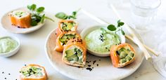Rice-free cucumber, avocado and trout sushi with a horseradish dip Smoked Trout, Smoked Salmon, Horseradish Dip, Low Carb Sushi, Salmon Roll, Easy Weekday Meals, Fresh Rolls, Avocado Toast, Low Carb Recipes