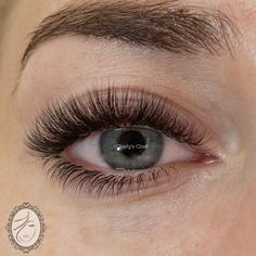 When done professionally eye lash extensions give you long lushes, beautiful lashes that look natural. Eyelashes How To Apply, Longer Eyelashes, Natural Fake Eyelashes, Beautiful Eyelashes, Mascara, Eyeliner, Eyebrows, Eyelash Extensions Styles, Volume Lash Extensions
