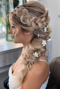 39 Braided Wedding Hair Ideas You Will Love - - From soft waves to updos, there are a lot of bridal hairstyles to consider. See our gallery of braided wedding hair ideas for inspiration! Wedding Hairstyles For Long Hair, Braids For Long Hair, Loose Hairstyles, Bride Hairstyles, Hairstyles For Weddings, Celebrity Hairstyles, Hairstyle Ideas, Wedding Hair Side, Wedding Hair And Makeup