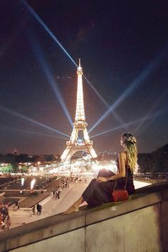 Nothing like Parisian nights! Eiffel Tower, Paris | France: http://www.ohhcouture.com/2017/06/monday-update-49/ #ohhcouture #leoniehanne