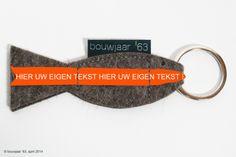 HOE LEUK IS DAT!!!  De 'Hollandse Nieuwe' sleutelhanger voorzien van lint met uw eigen tekst of logo!  Het is weer bijna Hollandse Nieuwe-tijd, dus we gooien het visje maar even uit........ Wilt u informatie over de (kleur/combinatie-)mogelijkheden en minimale afname, belt u dan met onze agent Renate van Velthoven van 0031 design: 06-53788706