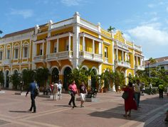 On a hot and steamy Silversea cruise excursion to Cartagena, Colombia we discovered an elegant, historic city. We'd like to go back for more exploring.  #boomer #travel