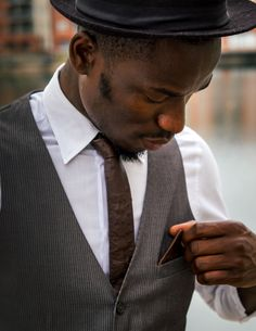 Dark Brown Ostrich – Only the finest grain of high quality genuine ostrich leather was used for this WEEF Long Ties, Custom Ties, Tie And Pocket Square, Skinny Ties, Suit And Tie, Casual Street Style, Leather Accessories, Dark Brown, Nice Dresses