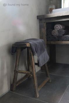 stolička - stará dřevěná