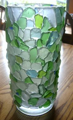 beach glass vase - its a shame that natural beach glass is hard to find. I mean, I am totally for recycling and such, but going down to the beach everyday when I was younger and finding sea glass was such an amazing memory. Sea Glass Crafts, Sea Glass Art, Shell Crafts, Mosaic Glass, Cool Ideas, Beach Crafts, Beach Art, Beach House Decor, Pebble Art