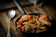 Authentic French cuisine is famous for its finesse and flavor. We've selected 12 classic savory French dishes to order while you're visiting Paris. Aga Recipes, Greek Recipes, Diet Recipes, Healthy Recipes, Famous French Dishes, Classic French Dishes, Greek Style Chicken, Coq Au Vin