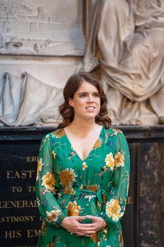 Princess Eugenie Makes Surprise Visit to Westminster Abbey Duchess Of York, Duke And Duchess, Duchess Of Cambridge, Beatrice Eugenie, Stella Mccartney Dresses, Surprise Visit, Sarah Ferguson, Handsome Prince, Princess Beatrice