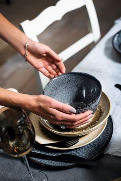 Leonardo Matera bowl ø - grijs kopen? Serving Bowls, Plates, Tableware, Mixing Bowls, Licence Plates, Plate, Dinnerware, Bowls, Dishes