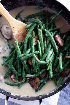Easy, Healthy Green Bean Casserole that's super delicious and vegan-friendly! It's made with a creamy cauliflower sauce and homemade crispy onions, so everyone can eat it and enjoy it! Healthy Green Bean Casserole, Healthy Green Beans, Cooking Green Beans, Healthy Holiday Recipes, Thanksgiving Recipes, Casserole Dishes, Casserole Recipes, Creamy Cauliflower Sauce, How To Cook Mushrooms