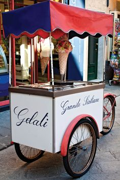 icecream for guests on the churchsquare after the ceremony