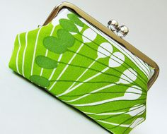 Green flowers kiss lock purse,via Etsy.