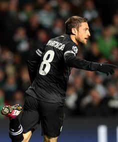 Marchisio in Celtic-Juventus Juventus Soccer, Juventus Fc, Claudio Marchisio, Weak In The Knees, World Football, Soccer Players, Famous Faces, Champions League, Hot Guys