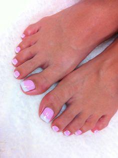 ☆Soweluちゃん☆ の画像 AIKO(迫田愛子)オフィシャルブログ「あなたのハートを狙い撃ち!」 Powered by Ameba Pretty Toe Nails, Cute Toe Nails, Pretty Toes, Fancy Nails, French Toe Nails, French Pedicure, Pedicure Designs, Toe Nail Designs, Nails Design
