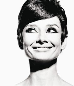 The latest tips and news on Audrey Hepburn quotes are on Sunday Lovin'. On Sunday Lovin' you will find everything you need on Audrey Hepburn quotes. Audrey Hepburn Pixie, Katharine Hepburn, Audrey Hepburn Drawing, Aubrey Hepburn, My Fair Lady, Hollywood Stars, Old Hollywood, Hollywood Icons, Hollywood Glamour