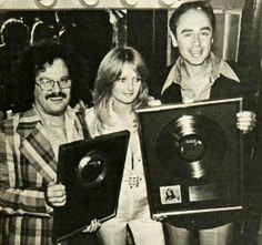 vinylespassion:  Bonnie Tyler, Warren Schatz and Robert Summer - Gold disks for album and single It's a Heartache, 1978.