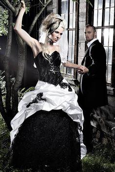 Foto: Lucardis Feist Traditional Wedding Dresses, Black Wedding Dresses, Steampunk Fashion, Gothic Fashion, Tribal Mode, Gothic Mode, Gothic Art, Cute Dresses, Girls Dresses