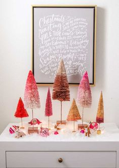 Anthropologie inspired painted ombré bottle brush trees - make these trees in under 5 minutes using this #christmascraft tutorial! A simple and easy holiday craft.