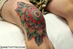 Tom traditional flower tattoo, knee tattoo, New Zealand tattoo, best Auckland tattoos by Sunset Tattoo NZ #sunsettattoo