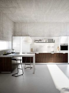 Concrete exposed. Modern and simple. Very good!. By Walnut Snaidero Kitchen
