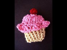 HOW TO CROCHET A CUPCAKE