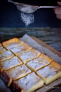 Alivancă moldovenească, o reţetă specifică Moldovei. Multe bunici şi-au răsfăţat nepoţeii cu prăjitura asta simplă şi bună. Vezi cât de uşor se face şi cât e de spornică! Romanian Desserts, Romanian Food, Sweets Recipes, Baking Recipes, Cookie Recipes, Great Desserts, No Bake Desserts, Dessert Drinks, No Bake Cake
