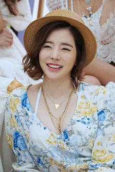 [Vyrl] SMTOWN_NOW : 서울 모 스튜디오에#소녀시대#완전체 가 있다는 소식을 접수!#Vyrl 이 그냥 있을 수 없었겠죠?(이건 꼭 가야해~!
