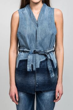 Find the best jacket for women who daring mother nature. Denim Vests, Denim Shirt, Fashion Over 40, Kimono Fashion, Denim Fashion, Colored Denim, Blue Denim, Poncho Outfit, Urban Fashion