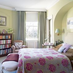 Brilliant 101 Bedroom with Floral Curtains https://decoratio.co/2017/05/101-bedroom-floral-curtains/ Coordinate your bedroom and fashion your bed in the precise way you desire.