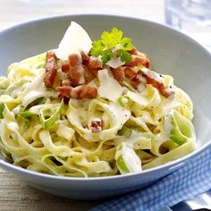 Tagliatelle with leek and bacon - Taglitaelle with leek, bacon and creamy sauce - Penne Arrabiata, Fusilli, I Want Food, Vegetarian Recipes, Healthy Recipes, Go For It, Happy Foods, How To Cook Pasta, Quick Meals