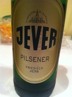 Jever, cerveza de la baja Sajonia. De estilo pilsen entra muy bien fresquita