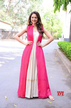 Party Wear Indian Dresses, Indian Gowns Dresses, Dress Indian Style, Indian Fashion Dresses, Indian Designer Outfits, Indian Wear, Designer Anarkali Dresses, Designer Party Wear Dresses, Kurti Designs Party Wear