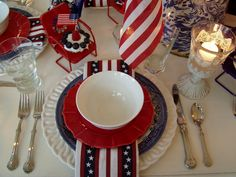 Yet another July Tablescape to try at your next patriotic party Fourth Of July Food, 4th Of July Party, July 4th, Blue Table Settings, Place Settings, Happy Birthday America, 4th Of July Decorations, Patriotic Party, Happy Independence Day