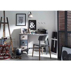#Escritorio | Si necesitas renovar tu escritorio o mesa de estudio no dejes de visitar nuestra tienda de 7 Palmas. Disponemos de una genial colección de mesas y sillas originales funcionales y de calidad. Te esperamos.