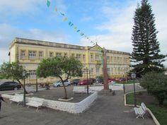 Vista da cidade de Areia, onde se vê, ao fundo um colégio de ensino fundamental e médio. A cidade impressiona pelo número significativo de escolas.