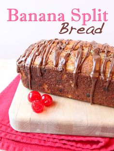 I really had no idea there was so many variations of Banana Split Recipes out there! Which Banana Split Recipe will you try out first? Pastry Recipes, Sweets Recipes, Just Desserts, Delicious Desserts, Snack Recipes, Snacks, Make Banana Bread, Banana Bread Recipes, Dessert Dishes